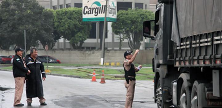 Campanha-educativa-é-feita-com-caminhoneiros-no-Porto-de-Paranaguá