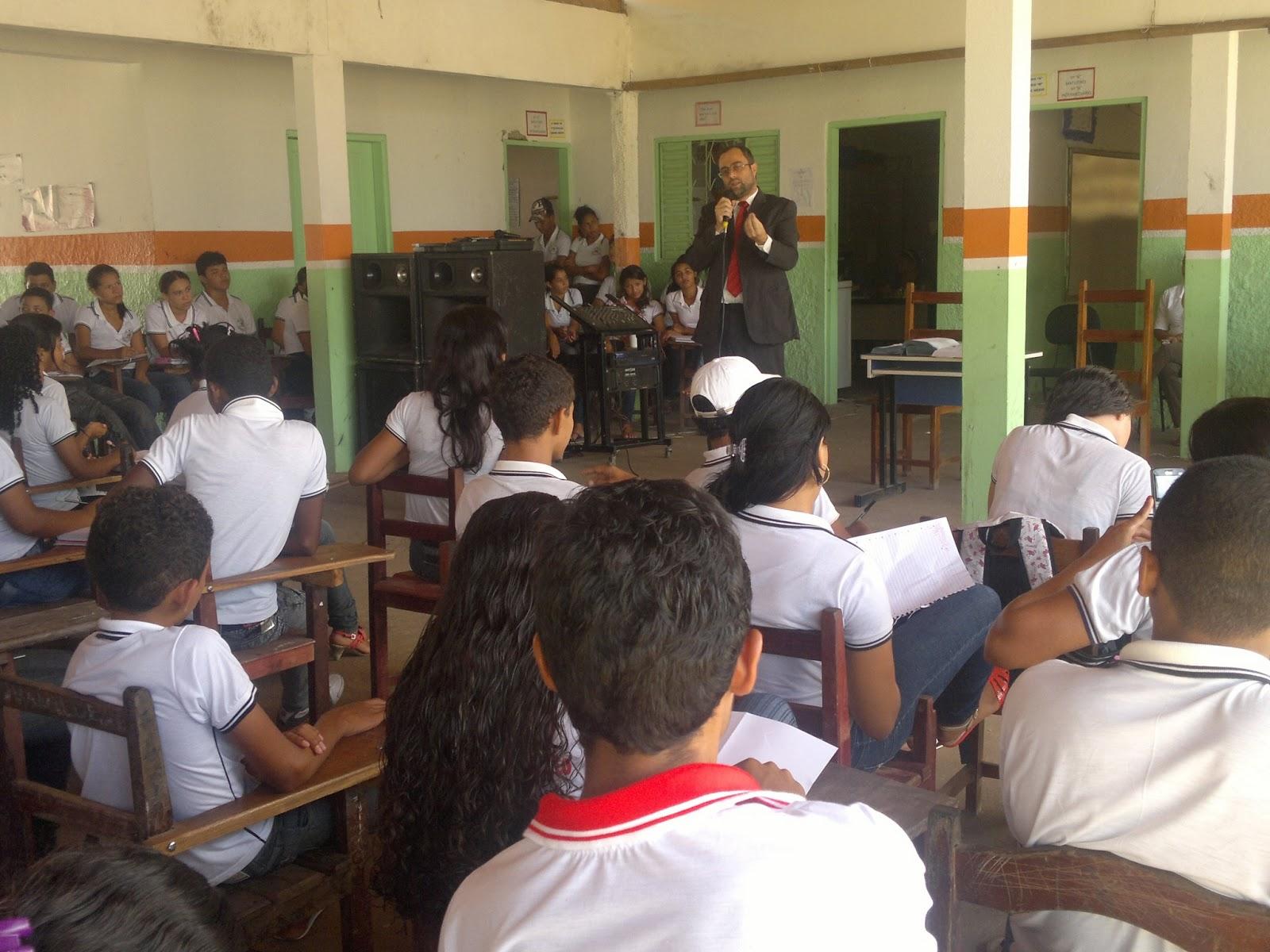 Dr. Celso em palestra recente para jovens - Foto extraída do blog: ofolheto10.blogspot.com.br/