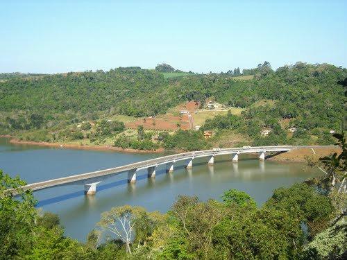 Ponte da BR-153 na fronteira