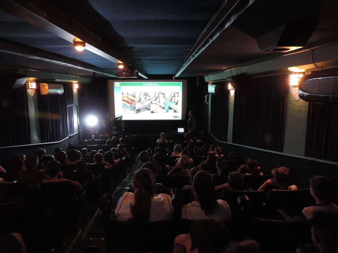 Caminh O Da Prf Com Sala De Cinema Chega Hoje No Paran Chico Da  -> Imagem De Sala De Cinema