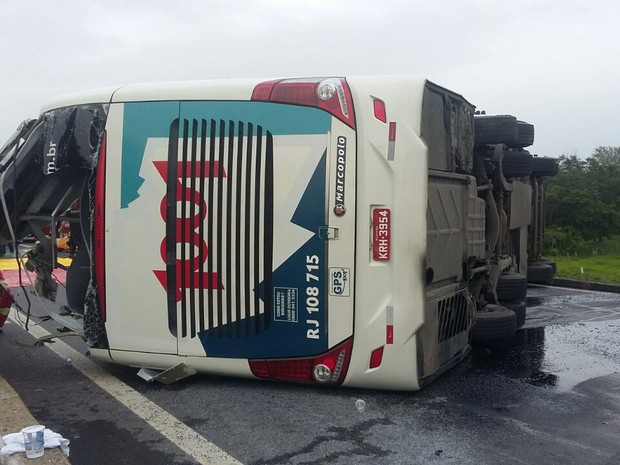 acidente-onibus-1001-dutra-lorena-foto-prf
