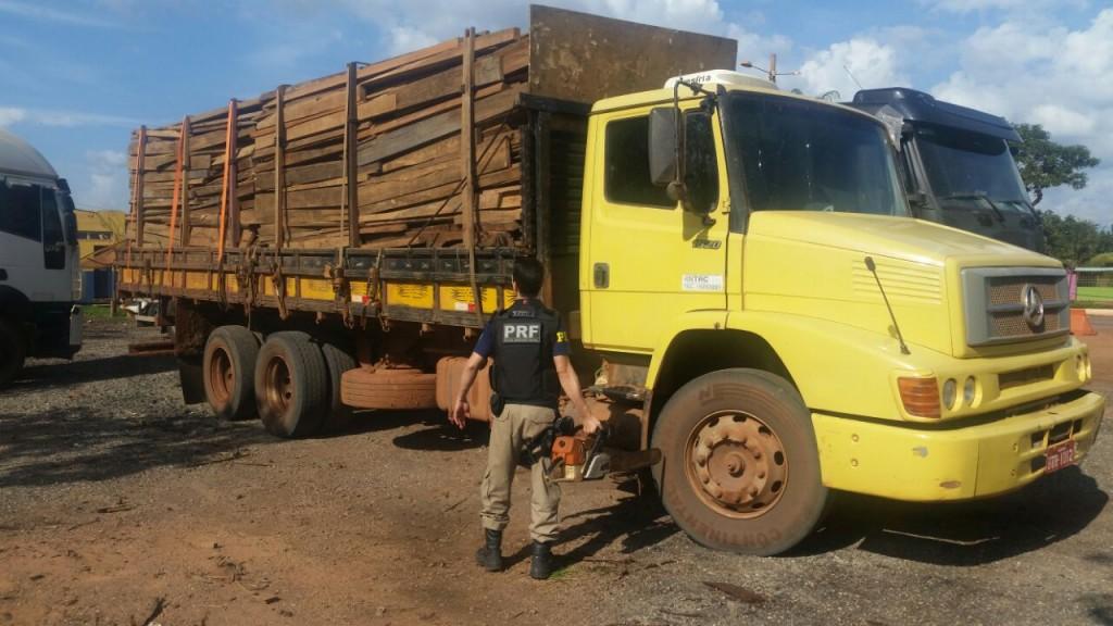 apreensao-madeira-ilegal-no-para-pela-prf