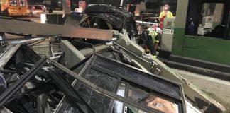 Carro arranca cabine de pedágio em Itaquaquecetuba e jovens morrem em acidente