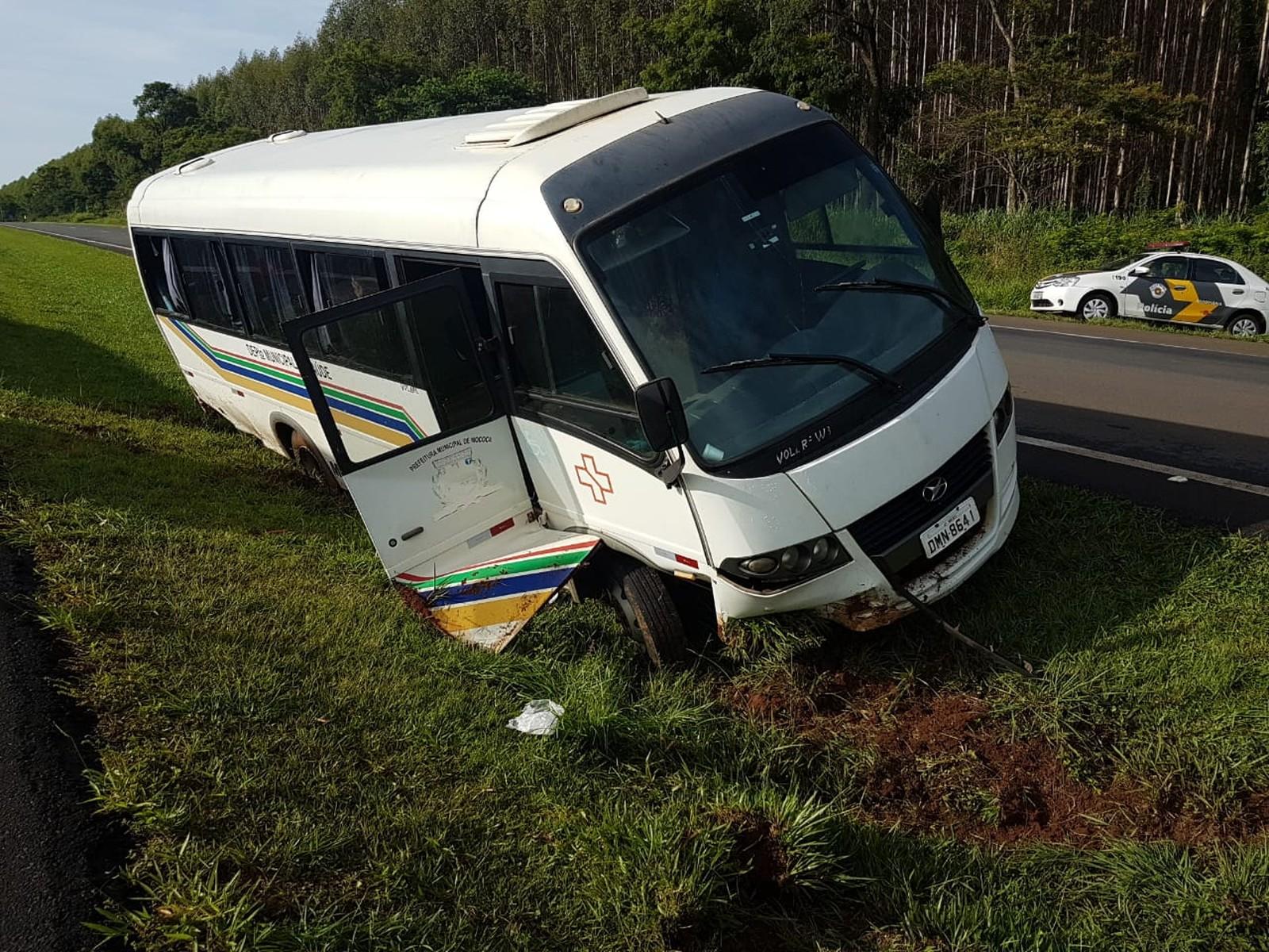 f5b5d41a7 Acidente com micro-ônibus de Mococa deixa 1 morto e 4 feridos em Aguaí-SP