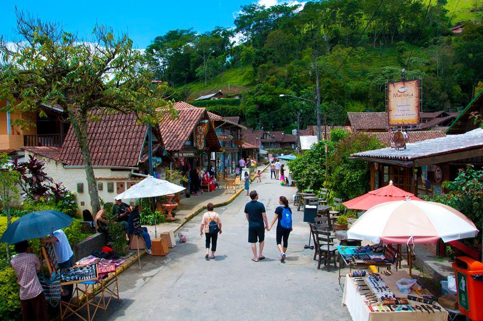 4c55688d1efd CARIOCA: De um lado, a vila Maringá (RJ), foto; do outro, a Maringá,  mineira. A escolha é sua. ambos têm atrações para todos. Desbrave em  detalhes.